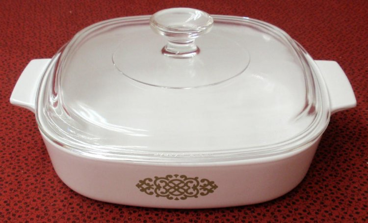 Corning Ware Shell Oil Promo Green Medallion Casserole w/Lid A8B - Click Image to Close